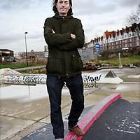 Nederland, Amsterdam , 8 januari 2013.<br /> Skaters die pleiten om een heus skatepark in Amsterdam die geheel ontbreekt staan bij hun eigen tijdelijk geimproviseerd parkje aan de Gevleweg in de Spaarndammerbuurt,<br /> Op de foto: Stan Postmus<br /> Foto:Jean-Pierre Jans