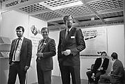 Nederland, Utrecht, 24-1-1986In de jaarbeurs vindt een zogenaamde JobFair plaats. Een banenbeurs voor academici die in de automatisering willen werken. Er was zeer veel vraag naar automatiseerders. Het fenemeen Head hunting deed opgang. Het zoeken van knappe koppen door bureaus die zich daarop specialiseerde. Voorloper van de carrierebeurs.Foto: Flip Franssen/Hollandse Hoogte