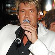 """NLD/Laren/20060412 - Opening restaurant """"Afslag Laren"""" , zanger Carlo Rijswijk"""