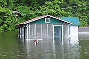 8/11/11} Vicksburg} -- Vicksburg, MS, U.S.AA house on Chicksaw road is covered in water from the Mississippi River ed May 11,2011. Vicksburg a riverfront town steeped in war and sacrifice, gets set to battle an age-old companion: the Mississippi River. The city that fell to Ulysses S. Grant and the Union Army after a painful siege in 1863 is marshalling a modern flood-control arsenal to keep the swollen Mississippi from overwhelming its defenses. PHOTO©SUZIALTMAN.COM.Photo by Suzi Altman, Freelance.