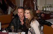 Brooke Shields and Patrick Cox. Lunch party for Brooke Shields hosted by charles finch and Patrick Cox. Mortons. Berkeley Sq. 6 July 2005. ONE TIME USE ONLY - DO NOT ARCHIVE  © Copyright Photograph by Dafydd Jones 66 Stockwell Park Rd. London SW9 0DA Tel 020 7733 0108 www.dafjones.com