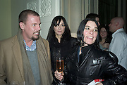 ALEXANDER MCQUEEN, ANNABEL NEILSON AND SUE WEBSTER, Tim Noble and Sue Webster: Sacrificial Heart. Gagosian . Davies St. London and afterwards Claridges. 11 December 2007. . -DO NOT ARCHIVE-© Copyright Photograph by Dafydd Jones. 248 Clapham Rd. London SW9 0PZ. Tel 0207 820 0771. www.dafjones.com.