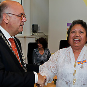 NLD/Amsterdam/20100429 - Lintjesregen gemeente Huizen , Burgemeester Hertog riddert mevrouw Mw. Th. Kikkert-Mahulette
