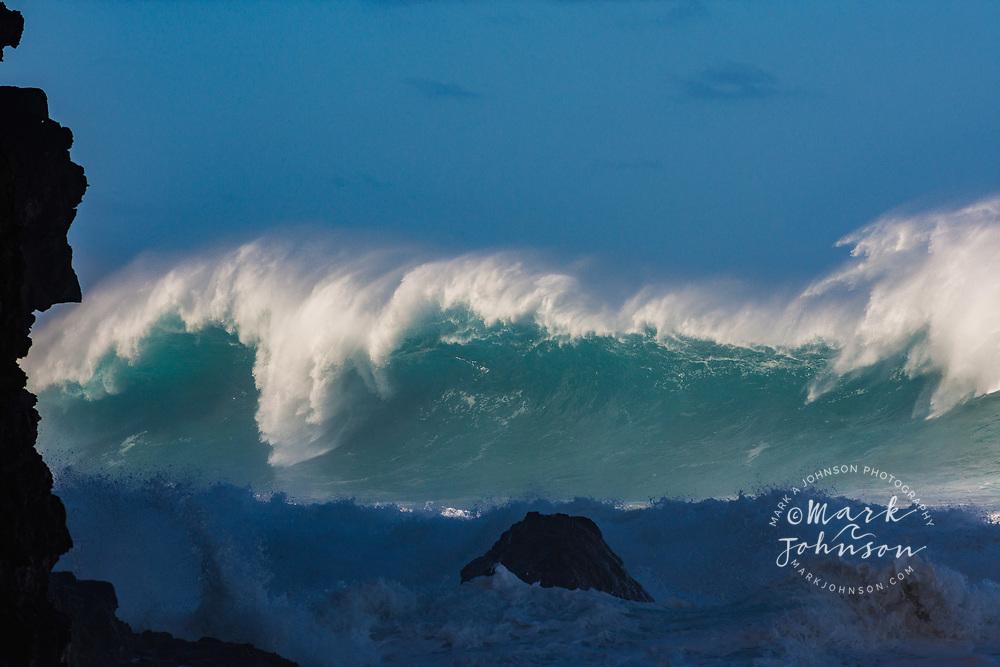 Huge storm waves hitting the Na Pali Coast, Kauai, Hawaii