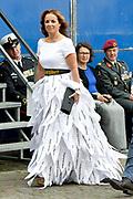 Op Prinsjesdag 2018 spreekt het staatshoofd in de Aankomst Politici Ridderzaal. Staten-Generaal van het Koninkrijk der Nederlanden in verenigde vergadering bijeen de troonrede uit. Daarin geeft de regering aan wat het regeringsbeleid zal zijn voor het komende jaar. <br /> <br /> op de foto / On the photo:   Marianne Thieme