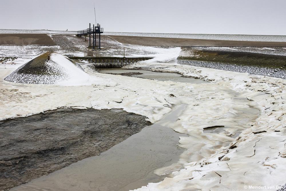 Winterse Waddenzee bij Roptazijl