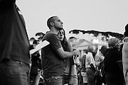 Piazza San Pietro, una coppia di  giovani in preghiera.<br /> Roma, 07 settembre 2013. Daniele Stefanini /  Oneshot