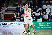 DESCRIZIONE : Varese FIBA Eurocup 2015-16 Openjobmetis Varese Telenet Ostevia Ostende<br /> GIOCATORE : Roko Ukic<br /> CATEGORIA : Delusione Mani Testa<br /> SQUADRA : Openjobmetis Varese<br /> EVENTO : FIBA Eurocup 2015-16<br /> GARA : Openjobmetis Varese - Telenet Ostevia Ostende<br /> DATA : 28/10/2015<br /> SPORT : Pallacanestro<br /> AUTORE : Agenzia Ciamillo-Castoria/M.Ozbot<br /> Galleria : FIBA Eurocup 2015-16 <br /> Fotonotizia: Varese FIBA Eurocup 2015-16 Openjobmetis Varese - Telenet Ostevia Ostende