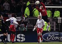 FOOTBALL - CHAMPIONS LEAGUE 2004/2005 - 1/8 FINAL - 2ND LEG - OLYMPIQUE LYONNAIS v WERDER BREMEN - 08/03/2005 - GREGORY COUPET (LYON) - PHOTO GUY JEFFROY /Digitalsport