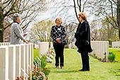 Prinses Margriet bezoekt Canadese begraafplaats