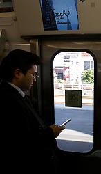 Passageiro no metrô, em Tókio. FOTO: Jefferson Bernardes/Preview.com