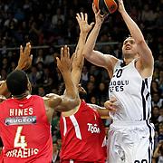 Anadolu Efes's Dusko Savanovic (R) during their Turkish Airlines Euroleague Basketball playoffs Game 3 Anadolu Efes between Olympiacos at Abdi ipekci Arena in Istanbul, Turkey, Wednesday, April 17, 2013. Photo by Aykut AKICI/TURKPIX
