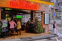"""Chine, Hong Kong, Hong Kong Island, quartier branché de Soho, Hollywood road, bar """"de Belgie"""" // China, Hong Kong, Hong Kong Island, Soho in Hollywood road, """"de Belgie"""" bar"""