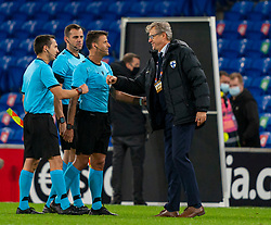 CARDIFF, WALES - Wednesday, November 18, 2020: Finland's head coach Markku Kanerva with referee Jesús Gil Manzano during the UEFA Nations League Group Stage League B Group 4 match between Wales and Finland at the Cardiff City Stadium. Wales won 3-1 and finished top of Group 4, winning promotion to League A. (Pic by David Rawcliffe/Propaganda)