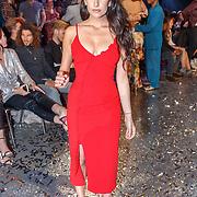 NLD/Amsterdam/20180416 - Finale 1e Curvy Supermodel 2018, winnares Isadee Jansen en presentatrice Anna Nooshin