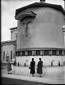 1961 - Stations of the Cross outside Merchants Quay.   B976.