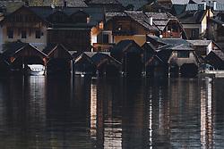 THEMENBILD - Boote am Hallstätter See bei den Bootshäusern während der Corona Pandemie, aufgenommen am 17. April 2019 in Hallstatt, Österreich // Boats on the Hallstatt lake at the boathouses during the Corona Pandemic in Hallstatt, Austria on 2020/04/17. EXPA Pictures © 2020, PhotoCredit: EXPA/ JFK