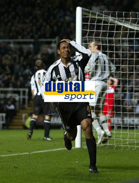 Photo: Andrew Unwin.<br />Newcastle United v Middlesbrough. The Barclays Premiership. 02/01/2006.<br />Newcastle's Nolberto Solano cannot believe he's put his header over the bar.