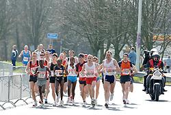 09-04-2006 ATLETIEK: FORTIS MARATHON: ROTTERDAM<br /> De 26e editie van de marathon van Rotterdam - In het midden Tegla Loroupe (F1) en winnares Mindaye Gishu (F12). Ook Rens Dekkers (37) is van de partij<br /> ©2006-WWW.FOTOHOOGENDOORN.NL