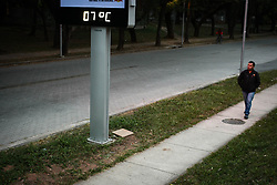 July 19, 2017 - Mais um dia de muito frio em São Paulo, com relógio registrando a marca de 7º C na manhã desta quarta-feira (19), na região da Cidade Universitária, zona oeste da capital. (Credit Image: © Aloisio Mauricio/Fotoarena via ZUMA Press)