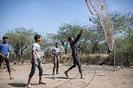 Trafic d'épouse 06032019. Haryana. Biwhat district. Village. Un groupe de jeunes du village fait une partie de volley-ball.