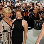 NLD/Amsterdam/20070612 - Premiere Shrek 3, Caroline Tensen en dochter Lotte
