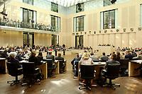 11 JUL 2003, BERLIN/GERMANY:<br /> Uebersicht Plenarsaal, Sitzung des Bundesrates, Bundesrat<br /> IMAGE: 20030711-01-008<br /> KEYWORDS: Übersicht, Saal, Plenum