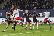 Fussball: 1. Bundesliga, Hamburger SV - FC Bayern Muenchen, Hamburg, 22.01.2016<br /> <br /> Xabi Alonso (Bayern, l.) - Pierre Michel Lasogga (HSV)<br /> <br /> © Torsten Helmke