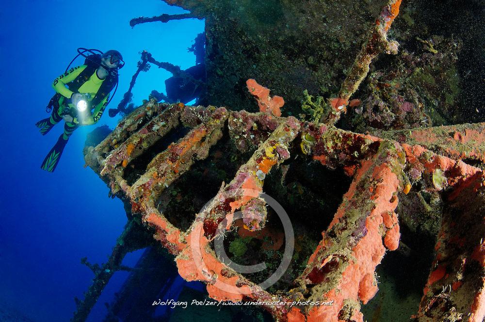 Schiffswrack SS Turbo, Taucher am Schiffs  Wrack, Ein Tanker, Shipwreck SS Turbo, Tanker, Ship wreck and scuba diver, Rotes Meer, Ägypten, Red Sea, Egypt, Ras Banas