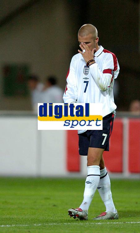 Fotball<br /> 04.09.2004<br /> Foto:SBI/Digitalsport<br /> NORWAY ONLY<br /> <br /> Østerrike v England<br /> World Cup Qualifier<br /> <br /> England's David Beckham wonders where it all went wrong.