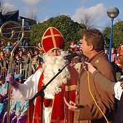 NLD/Huizen/20061118 - Intocht Sinterklaas 2006 Huizen, Sinterklaas met burgemeester van Gils