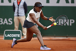 May 29, 2019 - Paris, France - Sloane Stephens of The United States plays a forehand during her ladies singles second round match against Sara Sorribes Tormo of Spain during Day four of the 2019 French Open at Roland Garros on May 29, 2019 in Paris, France. (Credit Image: © Mehdi Taamallah/NurPhoto via ZUMA Press)