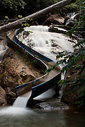 Santa Leopoldina_ES, Brasil...Cachoeira Gruta da onca em Santa Leopoldina...Gruta da Onca waterfall in Santa Leopoldina...Foto: LEO DRUMOND / NITRO