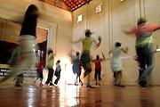 Rio Acima_MG, Brasil...Adolescentes fazendo Street Dance do Projeto Fred em Rio Acima...Teenagers doing Street Dance in the Fred project in Rio Acima...FOTO: LEO DRUMOND / NITRO.