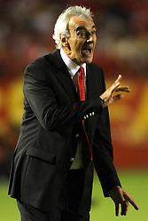 O técnico uruguaio do Internacional, Jorge Fossati durante a partida da Copa Libertadores da América 2010, no estádio Beira Rio contra o A C Banfield, da Argentina. FOTO: Jefferson Bernardes/Preview.com