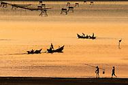 Vietnam,viet nam,landscape,nature,sunset dusk,color image,warm color,sea,fishing net,boat,people,outdoor,tranquility,lang co,hue,horizontal phong cảnh việt nam hoàng thế nhiệm Phong cảnh Vietnam