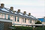 Nederland, Wageningen, 26-12-2014Huizen, huurhuizen van de woningcorporatie, met zonnepanelen op het dak. De elektriciteit die de zonnecellen produceren voorzien voor een groot deel in de elektriciteitsbehoefte van de bewoners.Foto: Flip Franssen/Hollandse Hoogte