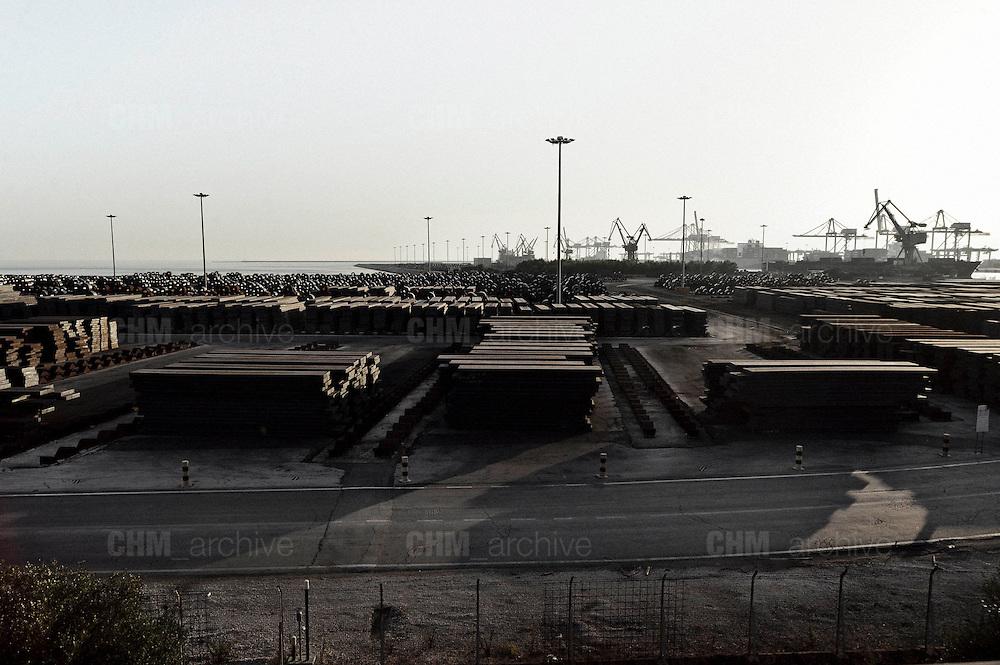 Nastri, lamiere e tubi d'acciaio pronti per essere imbarcati. Christian Mantuano/OneShot