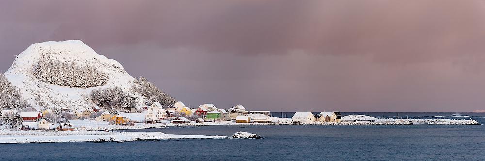 High resolution panoramic picture of Runde harbour, Norway   Runde havn i vinterstemning. Dette bildet er sett sammen av flere eksponeringer til et høyoppløslig panorama, og passer derfor godt til store utskrifter.