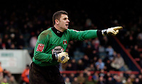 Photo: Alan Crowhurst.<br />Leyton Orient v Cheltenham Town. Coca Cola League 2. 11/03/2006. Orient keeper Glyn Garner orders his defence around.