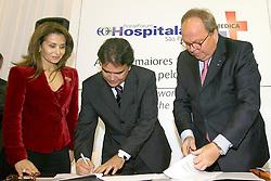 O ministro da Saúde, Dr. José Gomes Temporão (c) durante assinatura da renovação do acordo com Messe Dusseldorf na  HOSPITALAR 2007-14ª Feira Internacional de Produtos, Equipamentos, Serviços e Tecnologia para Hospitais, Laboratórios, Clínicas e Consultórios, que acontece de 12 a 15 de junho de 2007, no Expo Center Norte, em São Paulo. FOTO: Jefferson Bernardes/Preview.com