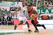 DESCRIZIONE : Campionato 2013/14 Finale GARA 4 Montepaschi Mens Sana Siena - Olimpia EA7 Emporio Armani Milano<br /> GIOCATORE : Curtis Jerrells<br /> CATEGORIA : Palleggio Penetrazione<br /> SQUADRA : Olimpia EA7 Emporio Armani Milano<br /> EVENTO : LegaBasket Serie A Beko Playoff 2013/2014<br /> GARA : Montepaschi Mens Sana Siena - Olimpia EA7 Emporio Armani Milano<br /> DATA : 21/06/2014<br /> SPORT : Pallacanestro <br /> AUTORE : Agenzia Ciamillo-Castoria / Claudio Atzori<br /> Galleria : LegaBasket Serie A Beko Playoff 2013/2014<br /> Fotonotizia : DESCRIZIONE : Campionato 2013/14 Finale GARA 4 Montepaschi Mens Sana Siena - Olimpia EA7 Emporio Armani Milano<br /> Predefinita :