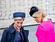 Staatsbezoek van Koning Willem Alexander en Koningin Máxima aan het Verenigd Koninkrijk<br /> <br /> Statevisit of King Willem Alexander and Queen Maxima to the United Kingdom<br /> <br /> Op de foto / On the photo: Koning Willem Alexander en Koningin Maxima brengen een bezoek aan Bezoek aan Zr. Ms. Zeeland (naast de HMS Belfast in de Theems)<br /> <br /> King Willem Alexander and Queen Maxima pay a visit to Zr. Ms. Zeeland (next to the HMS Belfast in the Thames) Staatsbezoek van Koning Willem Alexander en Koningin Máxima aan het Verenigd Koninkrijk<br /> <br /> Statevisit of King Willem Alexander and Queen Maxima to the United Kingdom<br /> <br /> Op de foto / On the photo: Koningin Maxima en Sophie Rhys-Jones , Gravin van Wessex / Queen Maxima and Sophie Rhys-Jones, Countess of Wessex