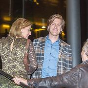 NLD/Amsterdam/20151124 - Premiere Hallo Bungalow, Nick Nielsen en partner Joyce Van Den Noort