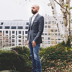 Christophe Barraud, Chief Economist & Strategist at Market Securities, posing on the company's terrasse. Paris, France. February 6, 2019.<br /> Christophe Barraud, chef Economiste et Strategiste chez Market Securities, pose sur la terrasse de l'entreprise. Paris, France. 6 février 2019.