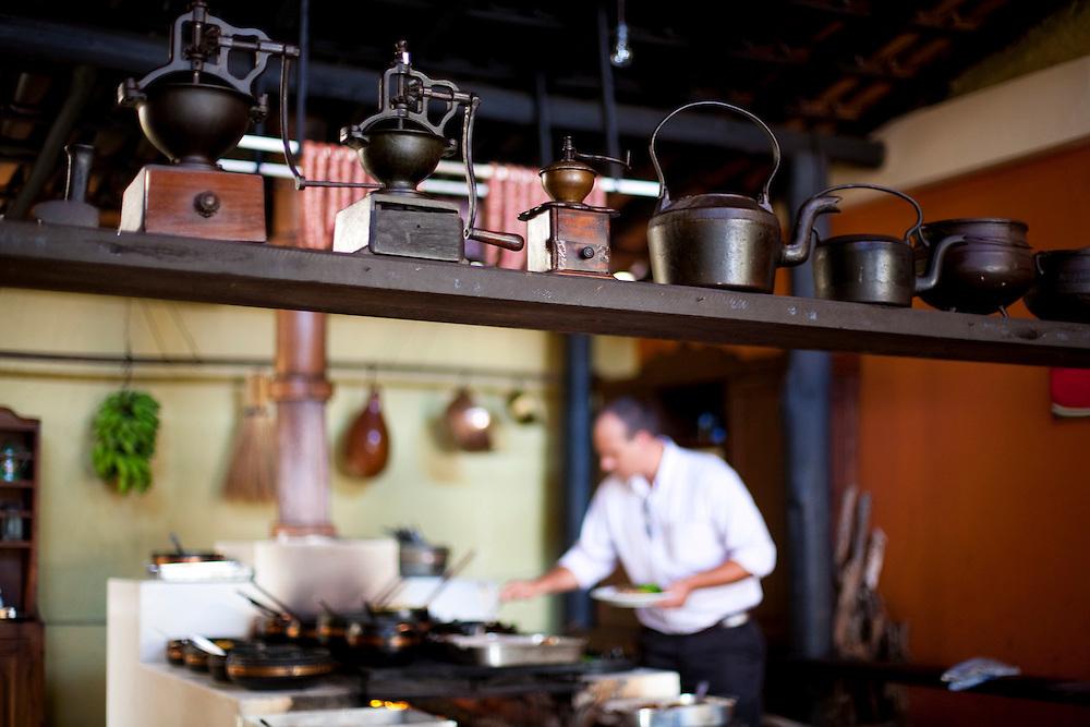 Domingos Martins_ES, Brasil...Chef de cozinha cozinhando no restaurante Caminho do Imigrante...A chef cooking in teh Caminho do Imigrante restaurant...Foto: LEO DRUMOND / NITRO