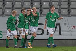 Målscorer Magnus Kaastrup (Viborg FF) jubler med holdkammeraterne efter scoringen til 1-0 under kampen i 1. Division mellem Viborg FF og FC Helsingør den 30. oktober 2020 på Energi Viborg Arena (Foto: Claus Birch).