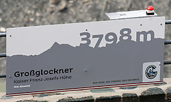 THEMENBILD - Großglockner Hochalpenstraße, Fotopoint. Sie verbindet die beiden Bundesländer Salzburg und Kärnten mit einer Länge von 48 Kilometern und ist als Erlebnisstraße von großer touristischer Bedeutung, aufgenommen am 1. August 2015, Heiligenblut, Österreich // The Großglockner High Alpine Road connects the two provinces of Salzburg and Carinthia with a length of 48 km and is as an adventure road priority of tourist interest at Heiligenblut, Austria on 2015/08/01. EXPA Pictures © 2015, PhotoCredit: EXPA/ Martin Huber