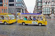 Nederland, Nijmegen, 9-8-2019  Het treintje op zonne-energie van de stichting Soios rijdt in de zomer vanuit  millingen aan de rijn via de millingerwaard, ooijpolder en de stuwwal bij Beek naar de binnenstad van Nijmegen . Foto: Flip Franssen