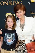 Nederlandse galapremiere van de Disney-klassieker Lion King in Pathe Tuschinski, Amsterdam.<br /> <br /> Op de foto:  Chazia Mourali met haar dochter
